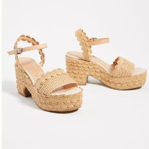 NWT Anthropologie Vicenza Scalloped platform sanda